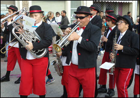 photo band playing in the algarve carnival