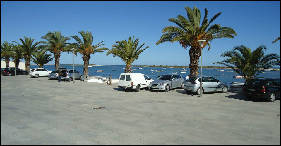 car park at fabrica beach in the algarve