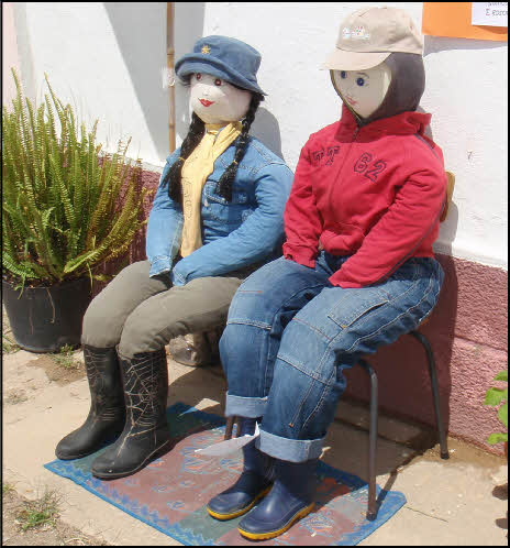 2 ladies sitting in portugal in may
